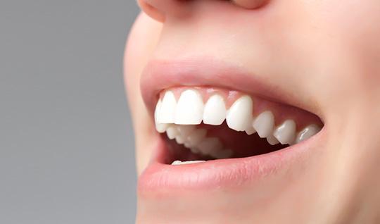 Gesundes Zahnfleisch und gesunde Zähne.